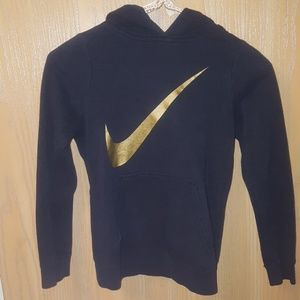 Im selling a nike sweat shirt for kids